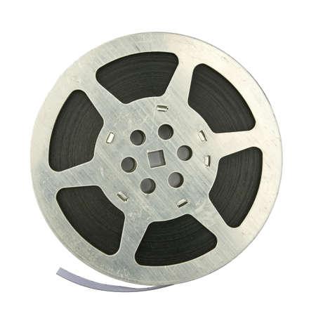carrete de cine: 16 mm cosecha cinematogr�fica bobina, aislado en fondo blanco