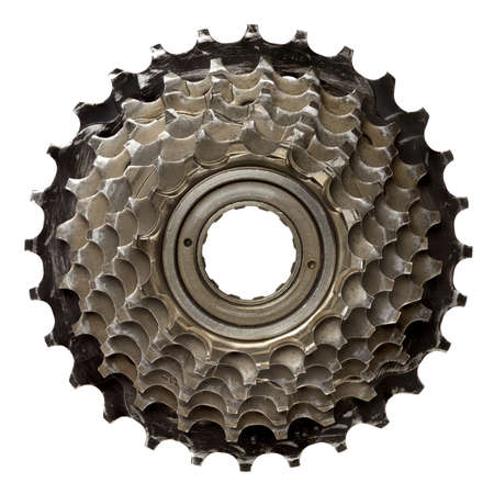 polea: Bicicleta de engranajes, ruedas dentadas de metal. Aislado en blanco.