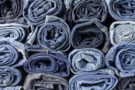 mezclilla: Jeans pantalones pila Foto de archivo