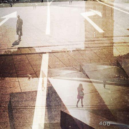 Conçu photo multi exposé style rétro. Grain, la poussière, des couleurs ajoute que l'effet millésime.