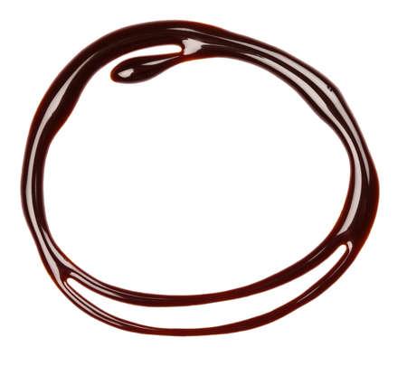 jarabe: Jarabe de chocolate de fondo por goteo, aislado Foto de archivo