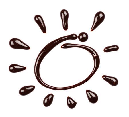 syrup: Chocolate por goteo jarabe, aisladas sobre fondo blanco