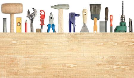 木工品、建設の背景に木の板の下にあるツールします。 写真素材
