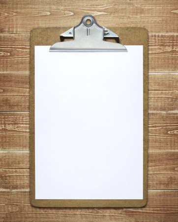 panoya: Ahşap masa üzerinde kağıt boş bir levha ile Panoya