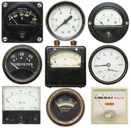Oude meters geïsoleerd op witte achtergrond