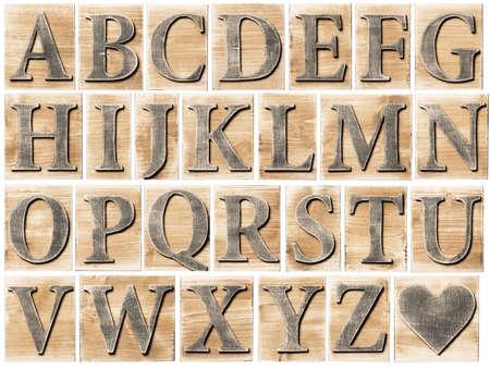 cartas antiguas: Bloques de la letra del alfabeto de madera aislados en blanco