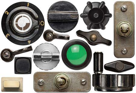 さまざまなデバイスの古いノブ、ハンドル、ボタン、スイッチ