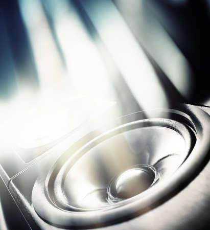 speaker: Partido de la m�sica de fondo. Altavoz de sonido y luces abstractas.