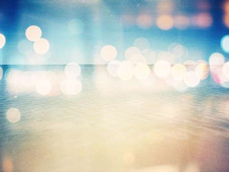 レトロな写真の背景に設計されています。ビーチで晴れた日は。穀物、ほこり、ヴィンテージ効果として追加した色。