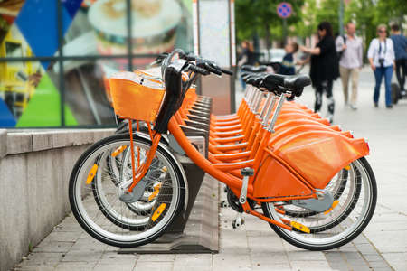オレンジ市バイクのレンタル 写真素材