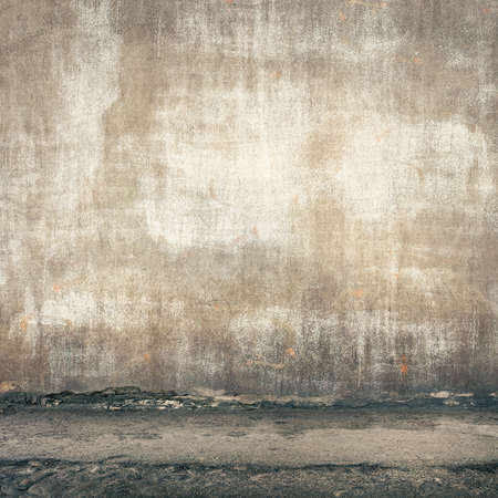 Urban background. Grunge obsolete street wall. Standard-Bild