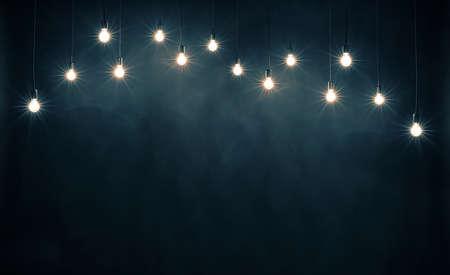 Les ampoules sur fond bleu foncé