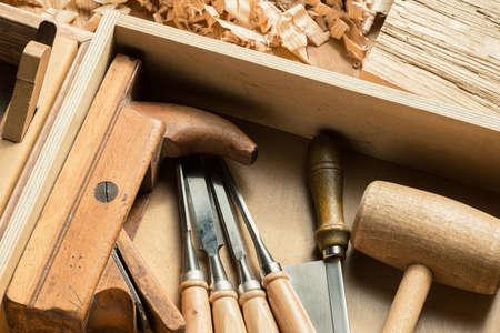 carpintero: Para trabajar la madera y carpintería herramientas en el taller.