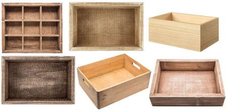 白い背景に分離された空の木箱