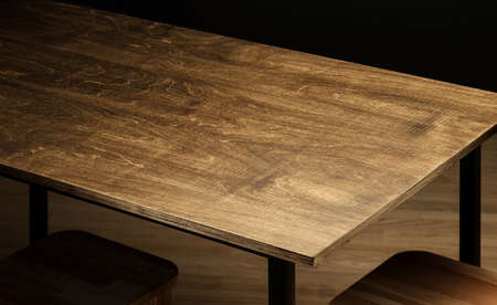 Empty rough wooden table top in the dark room Foto de archivo