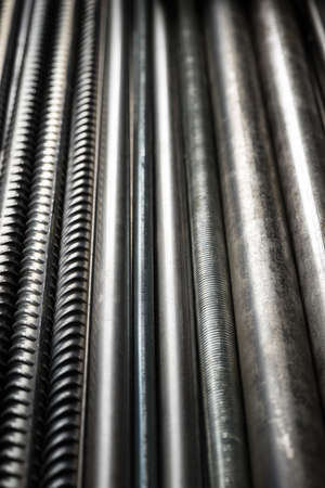 Metal pipes and rods. Steel materials, construction supplies. 版權商用圖片 - 85505145
