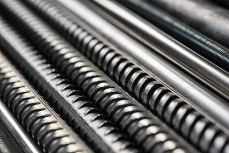 Metal pipes and rods. Steel materials, construction supplies. 版權商用圖片 - 85505165
