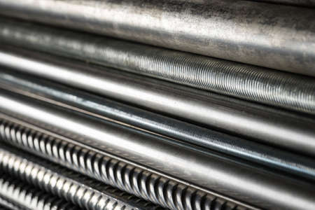 Metal pipes and rods. Steel materials, construction supplies. 版權商用圖片 - 93719780