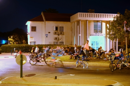 secular: KFAR SABA, ISRAEL - SEPTEMBER 14: Unidentified people celebrating Yom Kippur (Day of Atonement) Eve in Israel on Sept. 14, 2013 in Kfar Saba, Israel.  On this day there is little car travel, and modern Israelis use the day for freely riding bicycles on th