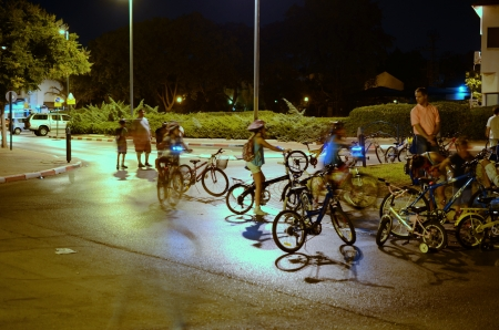 atonement: KFAR SABA, ISRAEL - SEPTEMBER 14: Unidentified people celebrating Yom Kippur (Day of Atonement) Eve in Israel on Sept. 14, 2013 in Kfar Saba, Israel.  On this day there is little car travel, and modern Israelis use the day for freely riding bicycles on th
