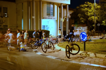 kippur: KFAR SABA, ISRAEL - SEPTEMBER 14: Unidentified people celebrating Yom Kippur (Day of Atonement) Eve in Israel on Sept. 14, 2013 in Kfar Saba, Israel.  On this day there is little car travel, and modern Israelis use the day for freely riding bicycles on th