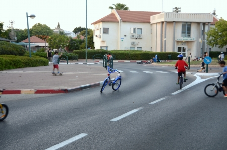 atonement: KFAR SABA, ISRAEL - SEPT 14: People celebrating Yom Kippur (Day of Atonement) on Sept. 14, 2013 in Kfar Saba, Israel.  There is no car travel and Israelis freely bicycle and skate on the streets.