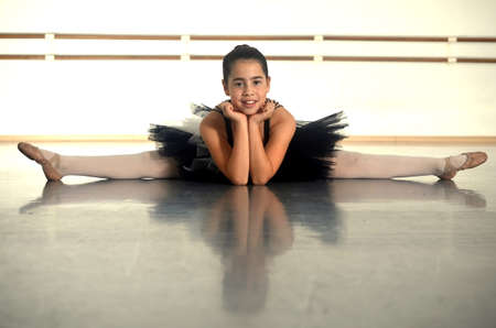 ballet bar: Portrait of a teenage girl ballet dancer performing a split Stock Photo