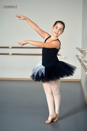 en pointe: Portrait of a teenage girl ballet dancer Stock Photo