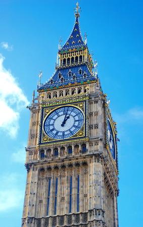london big ben: Лондонский Биг Бен с голубое небо и облака