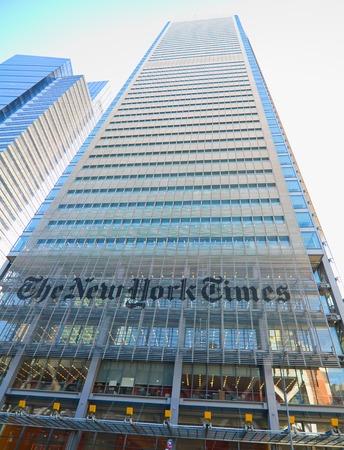new york time: NUEVA YORK - 09 de marzo 2015: el edificio del New York Times el 8 de avenida y 40 pt en Manhattan, Nueva York Editorial