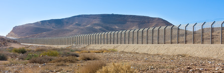 The new border fence between Israel (Negev Desert) and Egypt (Sinai Desert) Stock Photo