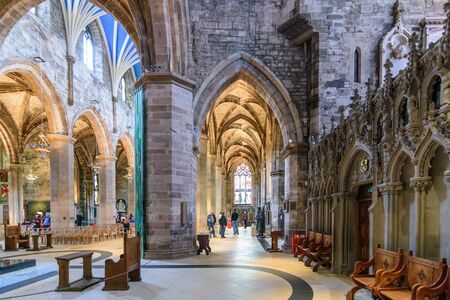 giles: EDINBURGH - AUG. 28, 2017: Interior of the landmark St. Giles Cathedral on the Royal Mile in the Old City of Edinburgh