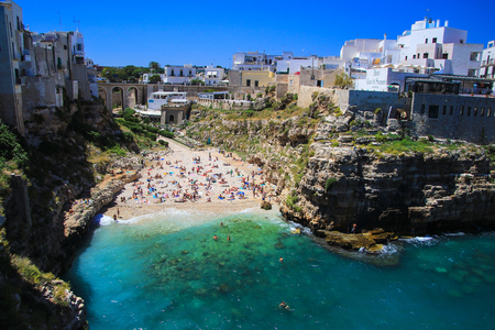 yegua: Polignano a Mare playa Editorial