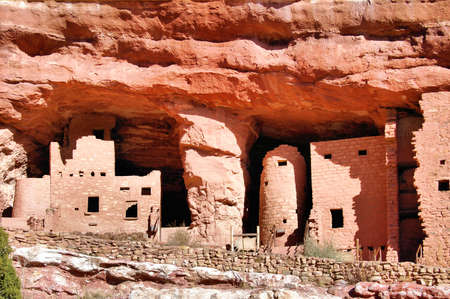 Cliff Dwelling Stock Photo - 24723787