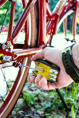 Repair and maintenance of bicycles in road conditions. Repair universal set of keys