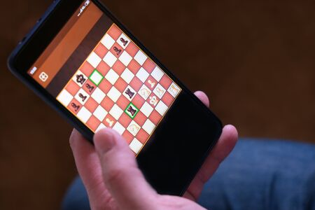 Game chess app for smartphone. The concept of business communication technology. Business strategy. Digital gadget. Computer use Stockfoto