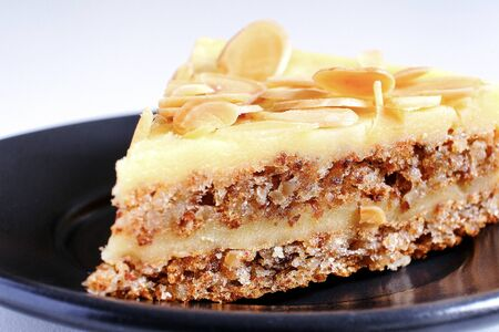 Culinary sweets. Cake with nut shavings. Dessert Imagens