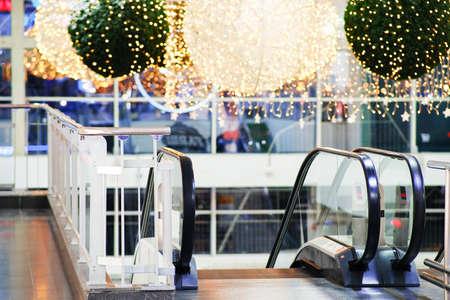 Christmas shopping center escalator, beautiful holiday eve illumination. The interior decoration of the store 版權商用圖片