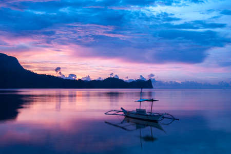 palawan: Sunset in amazing colours in El Nido Palawan island, Philippines