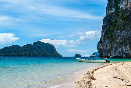 nido: Tropical sea landscape. Boat near the rocks. El Nido, Palawan island, Philippines