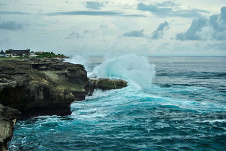 nusa: Waves breaking on the rocks. Devils tear, Nusa Lembongan, Indonesia