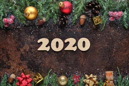 Christmas or New Years Eve festive background with wooden numbers 2020 and Christmas decorations on a stone surface. Flat lay, view from above Stockfoto
