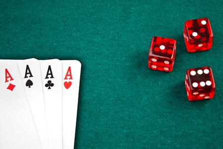 poker card and dice in corner in of a green fabric background  스톡 콘텐츠