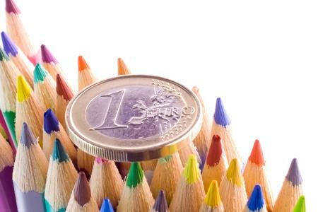 Detail der Euro-Münzen auf Buntstifte Tipps Standard-Bild - 12408717