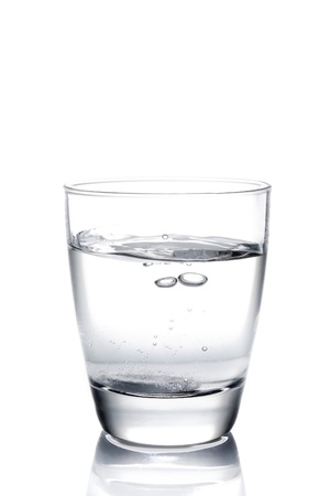Tablet fiel ins Wasser auf weißem Hintergrund Standard-Bild - 17848016
