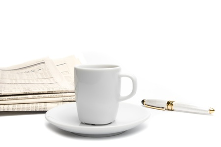 top of view of coffee near financial newspaper and pen Stockfoto
