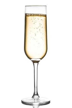 glas champagne med bubblor på en vit bakgrund Stockfoto