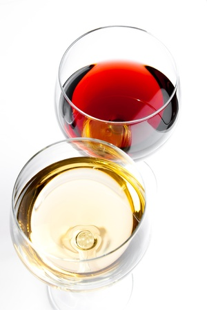 top of view of red and white wine glasses on white background Standard-Bild