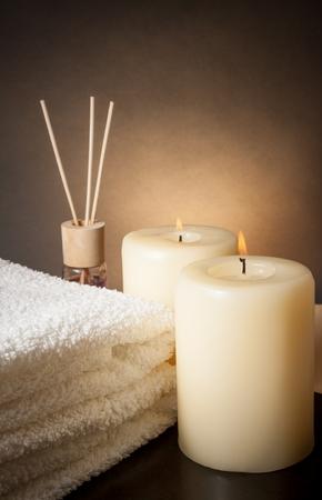 Spa Massage Grenze Hintergrund mit Handtuch und Kerzen gestapelt, mit Platz für Text Standard-Bild - 29206741