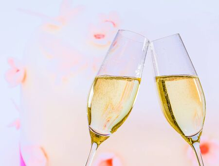 cake background: champagne flutes with golden bubbles make cheers on wedding cake background